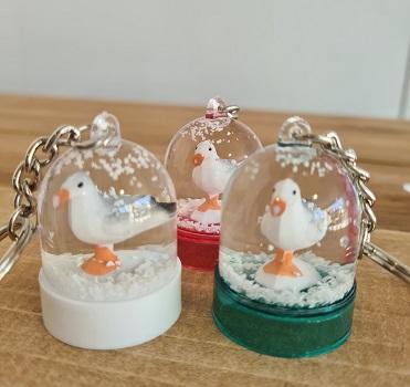 16 - Porte clé boule à neige Mouette blanc